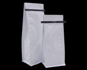 Sacs en papier blanc avec tinti
